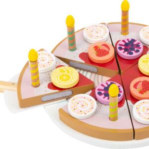 Torta di compleanno da tagliare con candeline